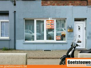 Dit zeer goed onderhouden gelijkvloersappartement gelegen te Deurne Noord omvat een inkomhal, living, ingerichte keuken/eetplaats, een badkamer, 1 sla