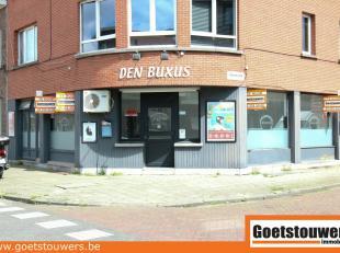 Gunstig gelegen handelsruimte (95 m²) - hoekpand Moeshofstraat/Grasbloemstraat - Gelijkvloers handelsruimte van 67 m² met aparte ruimte voor
