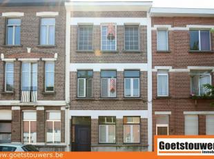 Ruim en verzorgd duplexappartement (155m²) met veel lichtinval te Deurne Zuid. Op de eerste verdieping is een ruime living, keuken, bijkeuken en
