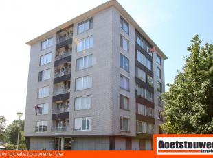 Dit centraal gelegen en goed onderhouden appartement (6de verdieping) te Deurne Noord omvat een inkomhal, living, een ingerichte keuken, een badkamer,