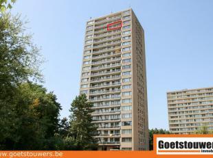Perfect in orde ruim (105m²) appartement gelegen te Deurne Noord met een prachtig uitzicht over heel Antwerpen! Zeer rustig, op de 19de verdiepin