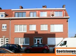 Gerenoveerd appartement met 2 slaapkamers, individuele kelderberging, garage en  terras van 8 m² met groen uitzicht. Gunstig gelegen nabij centru