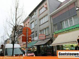 Gunstig gelegen opbrengsteigendom in Centrum nabij Sint-Jansplein. Bestaande uit handelsgelijkvloers en 3 appartementen met elk 1 slaapkamer. Individu