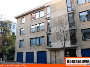 Verzorgd en netjes onderhouden appartement met 2 slaapkamers en ruim achterterras in kleinschalig gebouw in centrum. Bouwjaar 1990. Lift aanwezig. Mog