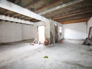 Ruim projectgebouw met ca 485 m² benutbare vloeroppervlakte, bestaande uit een voorbouw met momenteel 3 appartementen, en een casco achterbouw. G