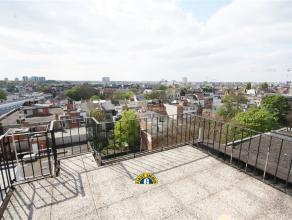 Mogelijke ruime penthouse van 170 m² + 50 m² dakterrassen met fenomenaal uitzicht over de ganse stad, met mogelijk inpandige garage (+ 30.00