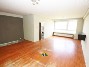 Ruim op te frissen appartement ca 120 m² met 2 aparte slaapkamers, prachtig uitzicht, terrasje en mogelijk inpandige garage (+ 30.000 euro). Cent
