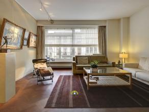 Zeer licht en stijlvol 2-slaapkamer appartement met terras en mogelijkheid tot bij aankopen van garagebox. Gelegen in een statige straat op een toploc