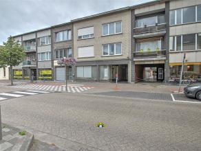"""Appartement met 2 """"doorlopende"""" slaapkamers met terras te Wilrijk! Gelegen centrum Wilrijk in de nabijheid van een supermarkt, openbaar vervoer, inval"""