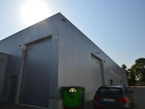 Nieuwbouw magazijn-opslagruimte-werkplaats te huur van ca. 1040 m² gelegen in de KMO-zone Sterbos in Wuustwezel. - Goede ligging langs verbinding