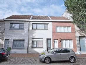 Woning op +/-145m² grondoppervlakte met 2/3 slaapkamers en zonsgeoriënteerde tuin. Raamwerk vernieuwd +/- 3/4jaar geleden, alsook het dak we