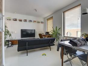 Uniek verhuurd opbrengsteigendom (2011) bestaande uit een handelsgelijkvloers en drie 1-slaapkamer appartementen met terras. Gelegen in een rustige st