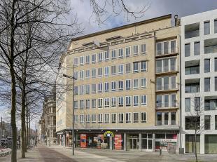 Zeer licht en ruim hoekappartement van ca 110 m² met terras, 2 slk en mogelijk 2P, gelegen op een absolute toplocatie in hartje Antwerpen, met zi