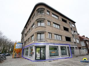 Zeer ruim Handelsgelijkvloers (250 m²) op toplocatie.<br /> Deze mooie handelsruimte is gelegen op de hoek van de Beatrijslaan en de Paul van Ost