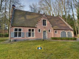 Ruime en perfect onderhouden hoevestijl-villa op een perceel van ca. 2.707m² te Kapellenbos! Perfect ligging, in een oase van rust. Deze woning i