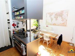 Zeer charmant en zonnig gerenoveerd 1-slaapkamer appartement (V1) in een klein blokje (slechts 4 appartementen!) ZONDER algemene kosten! Centraal en r