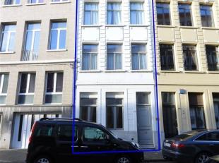 VERGUND opbrengsteigendom bestaande uit 4 appartementen met ca 191 m² bewoonbare oppervlakte. Gelegen in een zijstraat van de Paardenmarkt. Op wa