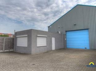 Magazijn / opslagplaats te huur te Wilrijk met kantoorruimtes en parkeerplaatsen! <br /> Specificaties magazijn: 6m vrije hoogte (momenteel voorzien v