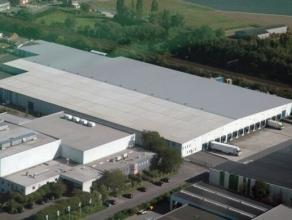 Industrieel complex, gerenoveerd in 2013, gelegen te Londerzeel.