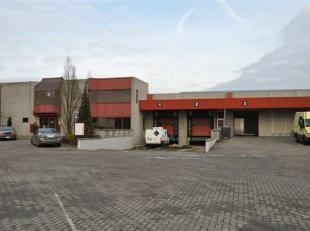 Het semi-indistriële pand is gelegen in de industriezone Mechelen-Noord. Vlotte ontsluiting via de oprit van de E19 Antwerpen-Brussel. Onmiddelli
