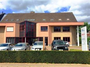 Vlot bereikbare kantoorruimte langs de Kortrijksesteenweg.<br /> Vlakbij op- en afrit E40 en R4.