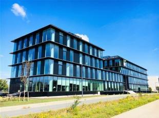 Stijlvolle nieuwbouwkantoren aan the loop en nabij flanders expo.<br /> Op het gelijkvloers bevindt er zich een gemeenschappelijk onthaal,  bedrijfsre