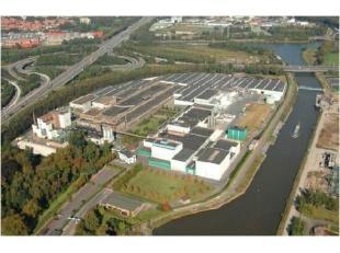 Opslagruimtes op het industrieterrein te Zwijnaarde. De E17 / E40 bevinden zich op 100 meter afstand.