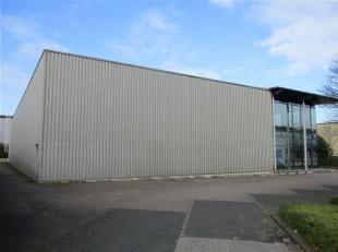 Industriegebouw van 1.550 m² op perceel van 3.500 m², gelegen op een gunstige locatie dicht bij de op- en afrit van de E314.<br /> Er zijn e