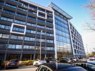 Kantoor te huur in een zeer gunstig gelegen kantoorgebouw Schelde II aan de oevers van de Schelde. <br /> Het kantoorgebouw bezit ruime parkeergelegen