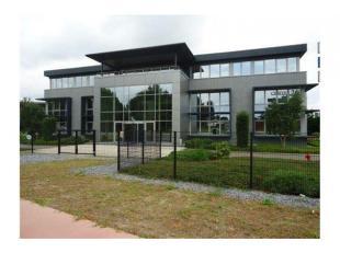 Kantoorruimten op toplocatie in Lummen!<br /> Center 26 is een multifunctioneel en modern kantoorgebouw, ideaal gelegen aan de afrit 26 van de E314 vl