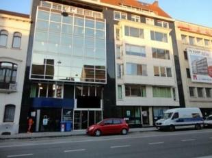 Gelijkvloers kantoor gelegen langs de Kortrijksesteenweg nabij station Gent-Sint-Pieters.