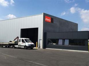 Kwalitatief, solitair bedrijfspand bestaande uit een combinatie van magazijn alsmede keurig afgewerkte kantoren en verhard buitenterrein, gunstig en s
