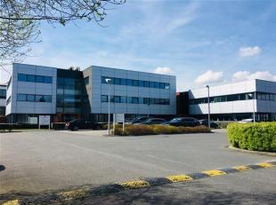 Gelijkvloers kantoor met uitstekende ligging aan Flanders Expo. <br /> Vlotte bereikbaarheid nabij E40 en het Klaverblad E40/E17, alsook de R4.