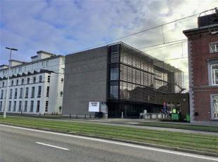 Kantoren gelegen tegenover het gerechtsgebouw te Gent met zicht op stadsparkje.<br /> Ondergrondse parkeerplaatsen beschikbaar. <br /> Gemeenschappeli