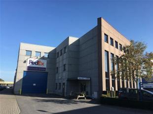 Instapklaar kantoor gelegen in een zijstraat van de Kortrijksesteenweg aan de op-en afrit  E40 (sint-Denijs-Westrem/Flanders Expo) en R4 (ring rond Ge