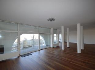 Riant appartement met schitterend zicht op de ScheldeIndeling: Royale leefruimte met schitterend Scheldezicht over de hele breedte van het appartement
