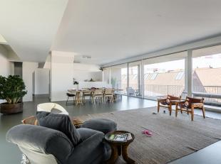 Schitterend gelegen loft op het Eilandje van circa 330 m2. Deze loft omvat 4 zeer ruime slaapkamers en 3 badkamers.
