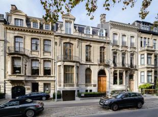 Schitterende meesterwoning met mooie tuin en parkeergelegenheid gelegen aan de zuidkant van Antwerpen.