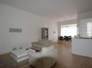 Gemeubeld 2 slaapkamer appartement gelegen in Residentie De Marnix, een zijstraat van de Marnixplaats.