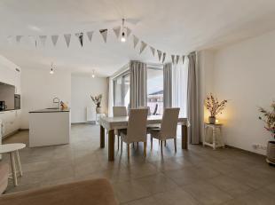 Ruim drieslaapkamer appartement op toplocatiete Antwerpen op wandelafstand van Hopland, het Theaterplein en de Schuttershofstraat.<br /> Indeling:<br