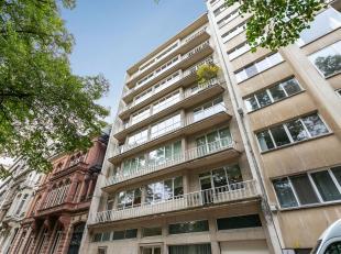 Riant appartement in een residentiele buurt gelegen op loopafstand van de stad en zicht op het Prins Albertpark.<br /> Indeling: Mooie en royale inkom