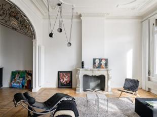 Stijlvol gemeubeld appartement met terras in herenhuis uit 1872.