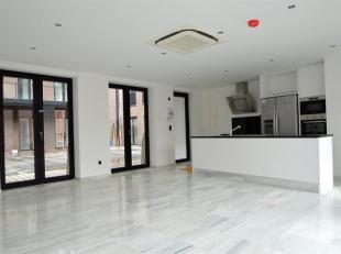 Wonen in een luxueus appartement op de Meir.<br /> Indeling: Zonnige leefruimte met open keuken (voorzien van alle toestellen Whirlpool) aansluitend e