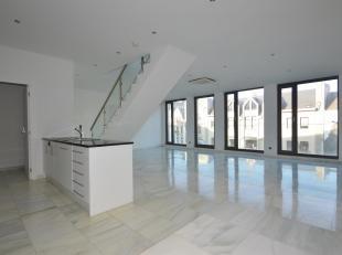 Wonen in een luxueus appartement aan de Meir met zicht over de stad.<br /> Indeling: Zonnige en royale leefruimte met open keuken met kookeiland (voor