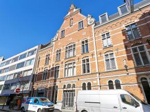 Appartement in het hartje van de stad Antwerpen nabij Meir en naast de Stadsfeestzaal.<br /> Indeling:Een inkomhal met gastentoilet. Vanuit de hal toe