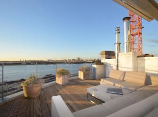 Charmante penthousemet mooi terras en zicht over de Schelde.<br /> Via de lift rechtstreekse toegang tot het uiterst zonnig appartement. Royale leefru