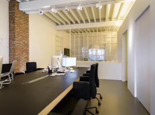 Commercieel gelijkvloers van ca. 160 m2, gelegen in het historische stadscentrum<br /> Indeling:<br /> Gelijkvloers: Royale open kantoorruimte met aan