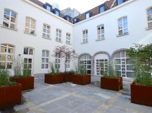 Uiterst smaakvol ingericht appartement gelegen in het centrum van Antwerpen.<br /> Indeling: Trap naar de verdieping waarop uitkomen: Een gezellige le