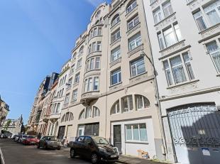 Charmant appartement in Zurenborg met verzichten.<br /> Indeling: Inkomhal met ingemaakte vestiaire. Gastentoilet met handenwasser. Ruime leefruimte m