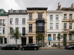 Op toplocatie nabij de Marnixplaats bevindt zich dit prachtig appartement op de 2de verdieping in een volledig gerenoveerd herenhuis met behoud van au